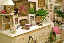 Кухня в стиле шебби шик – Декор стен и предметов для интерьера / Кухня в стиле шебби шик – это воплощение элегантности, в котором важна даже самая маленькая деталь. Поэтому большое внимание уделяется не только самой мебели, но и оформлению стен, окон, дверей. Для оформления используем серийные или авторские Постеры . Картины. Панно . Настенные и настольные часы