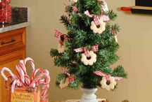 Christmas Craft Tutorials / by Collette Hemmes Rock