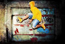 Stile Metropolitano / Tappeti con motivi che richiamo lo stile urban metropolitano, graffiti, pop art