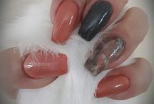 marble and peach nails