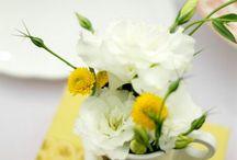 vase mici cu flori