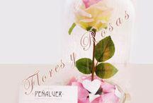 Arreglos florales en urna de cristal