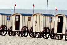 Parken auf Norderney / Hier können Sie Ihr Auto auf Norderney parken ►►  Sie können Norderney auf viele Arten entdecken: Zu Fuß, mit dem Rad oder mit dem Bus. Um den Aufenthalt auf der Insel so erholsam wie möglich zu gestalten, sind große Teile der Norderney für Autos gesperrt. Erfahren Sie hier, wo Sie Ihr Auto auf unserer Insel parken können.