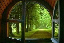 In het raamkozijn