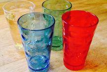 Dubbebecher / Das Plastik Dubbeglas aus der Pfalz. Der Dubbebecher 0,5 l ist aus Kunststoff (Polycarbonat). Die Becher gibt es in verschiedenen Farben und Aufdrucken