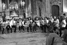 As Orquestras e Coros da AMAC /The Orchestras and Choir / A AMAC tem 5 orquestras: Cordas Juvenil, Cordas Iniciados, Guitarras, Sopros e Orquestra de Violoncelos. Tem também vários Coros e um Coro Infantil. / AMAC Youth Orchestras and Choir.
