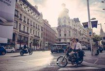 Preboda loca en Gran Via, Madrid. / Reportaje de preboda en el corazón de Madrid..Alocada, cañera, como ellos mismos..