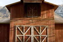 Standing Old Barns / Images of beautiful old barns that are still standing in their original place of construction.