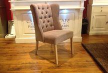 Gecapitonneerde eetkamerstoel HPW Style / U zoekt 'knopen' stoelen ?  Dan bent u bij ons aan het juiste adres !