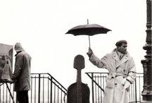 Robert Doisneau (1912-1994) / Robert Doisneau est un photographe français de l'après-guerre mondial et il représentait également  la photographie humaniste de France. Robert Doisneau était étudiant en arts graphiques.