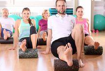Mehr Bewegung im Alltag / Wir sitzen im Alltag zu lange am Schreibtisch und vergessen uns ausreichend zu bewegen. Unsere Tipps für mehr Bewegung im Alltag