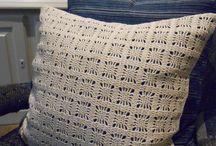 DATCHA - OTSUKI-SAMA / Ôtsuki Sama's collectie van meubels, zachte bekledingen, fashion accessoires en meer zijn geïnspireerd door traditionele Japanse kenmerken. Volledig met de hand vervaardigd in de studio van de Franse designer Valérie Laudier of door de ervaren kunstenaars in Lyon en Parijs.