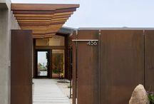 Fassade und Eingänge