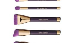 Makeup brush wants