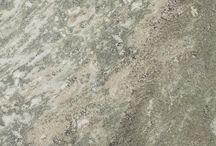 Swedish Green / M Swedish Green, inspirerad av den svenska Kolmårdsmarmorn tillverkas med den modernaste tekniken vilket innebär att plattorna får en rik variation i både färg och mönster. Plattans gröna färg och vackra ådring gör materialet attraktivt för både privat och offentlig interiör så som badrum, kök och golv.