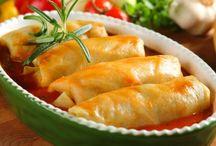 Przepisy Pana Marka / Przygotowanie farszu na HOLISZKI 700 gr zmielonej wołowiny 300 gr zmielonego mięsa z kurczaka 2 całe jaja 2 szklanki  ryżu czyli ok. 500 gr  30  gr czosnku 1 łyżka rodzynek 30 gr  pieprzu czarnego 20 gr  soli