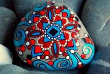 Kövek - festve