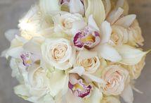 E & M Wedding / White wedding flowers with heather bridal bouquets