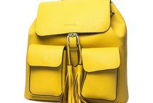 Backpacks / Backpacks en piel cuidando cada detalle para darle un toque de elegancia y funcionalidad.  Mochila de piel ideal para viajes y un look mas casual.  Amplio espacio interior con correas ajustables y dos bolsas en el exterior.