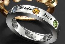Family rings / I love the infinity rings!!! Soooo gorgeous