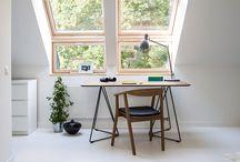 STÓŁ / Stół FLY - lekki w formie, solidny w konstrukcji. Jego dębowy blat oparty jest na metalowej podstawie. Nogi wykonane są z pręta stalowego, malowanego proszkowo w dwóch kolorach: czarnym i białym. Na całym obwodzie stół jest pocieniony od spodu, co powoduje, że blat wygląda niezwykle lekko. Sprawdza się w roli zarówno stołu jak i biurka.  Drewno inspiruje - stół FLY.