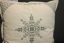 μαξιλάρια ( παλιά και μονόχρωμα σχέδια)