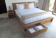 cama de madera de teca.