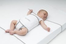 Snoozzz Sleepwrap / This is a safe sleep wrapper that gives your baby a safe and comfortable sleep. It reduces the risk of a flattened head, tummy sleeping, sliding under the bedding and sids.