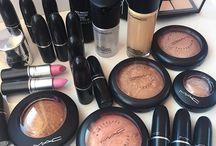 Mac make-up/nails