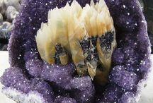 Kryštály, minerály a fosílie