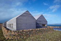 Abitare / Foto di case, spesso di legno o materiali alternativi