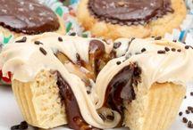 Cupcakes / by Karla Hoffmann