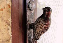 Klop, klop... (Door knockers)