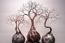 stromy na kamenech