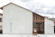 施工例12lソラマド香川 / 香川県内で建てたソラマドの家の写真です。 お洒落で、わくわくして、人とは違った家を建てたい、もちろんローコストで…。 私たちは、そんな住宅をたくさん実現してきました。 お客様のお好みのテイストはもちろん、ライフスタイルに合わせた、快適で心地良いオンリーワンの住まいをご覧ください。 <Works12> 香川県高松市 家族構成:夫婦+子ども4人 延床面積:107.64m²