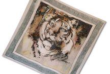 Maľované hodvábne šatky Marie Jean / Originálne ručne maľované hodvábne šatky od Marie Jean. Unikátne ručne maľované hodvábne šatky, šály a vreckovky, vyrobené zo 100% prírodného hodvábu. Elegantný umelecké darček pre každého. Každá hodvábna šatka je jedinečná, ručne maľovaná.