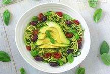 Zoodles Recipes / Zoodles are an incredibly fresh and heathy alternative to pasta. Zoodles are a fun way to increase the amount of vegetables we eat, especially children. They just love the spiral shapes (and they love using the spiraliser)