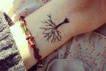 Thea skal havde en tattoo