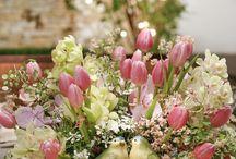 Vasos e Cachepots / Uma seleção de vasos e cachepots que adoramos usar em nossas mesas, decorando e florindo também outros cantos da casa!