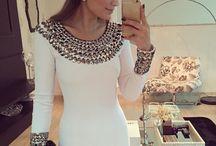 Vit klänning med stas stenar