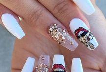 Nails / makeup