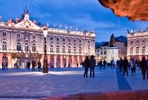 Promenade à Nancy / Découvrez les charmes de Nancy en images : la célèbre place Stanislas classé au patrimoine mondial, l'héritage Art Nouveau, la vieille ville, les parcs et jardins...