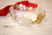 Aflé Bijoux Bracelets / Bracelets made of sweet water pearls, gemstones, Swarovski pearls, Swarovski cristals, Akan gold weight from Ivory Coast. Unique, elegant, handmade.