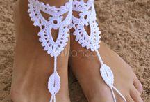 sandalias pés descalços