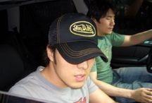 So Ji Sub as a Hats Addicted or a Shy Guy ? / He never appeared in public without a hat. It's because he like hat very much or as shy guy?