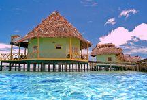 Panama / Panamá es uno de los destinos más interesantes para viajar ya que lo tiene todo, y podemos comenzar por su infinidad de playas e islas. Algunas gozan ya de cierta fama, sin embargo es el propio viajero el que puede descubrir el estado virgen de la mayoría de ellas: arena blanca, el mar azul cristalino y el verdor de las abundantes palmeras.  También goza de impresionantes montañas, tiene selva para pasar aventuras escalofriantes, o bien para vivir una experiencia tropical.