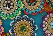 Virkade med pärlor / Halsband