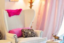 Femme Living Room Ideas / These are great feminine motifs for any living room.