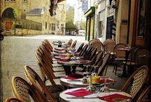 Au restaurant / On peut boire un chocolat chaud et manger un croissant.  Miam! Qu'est-ce que tu veux manger et boire? Et ca coute combien?