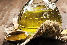 HUILE D'OLIVE EXTRA VIERGE DE THASSOS IGP / L'olivier constitue un symbole d'adoration et une source d'énergie depuis l'Antiquité jusqu'à nos jours en Grèce. Il symbolise la connaissance, la résistance et la paix et, pour cette raison, une couronne d'olivier était attribuée comme prix aux Jeux Olympiques de l'Antiquité.